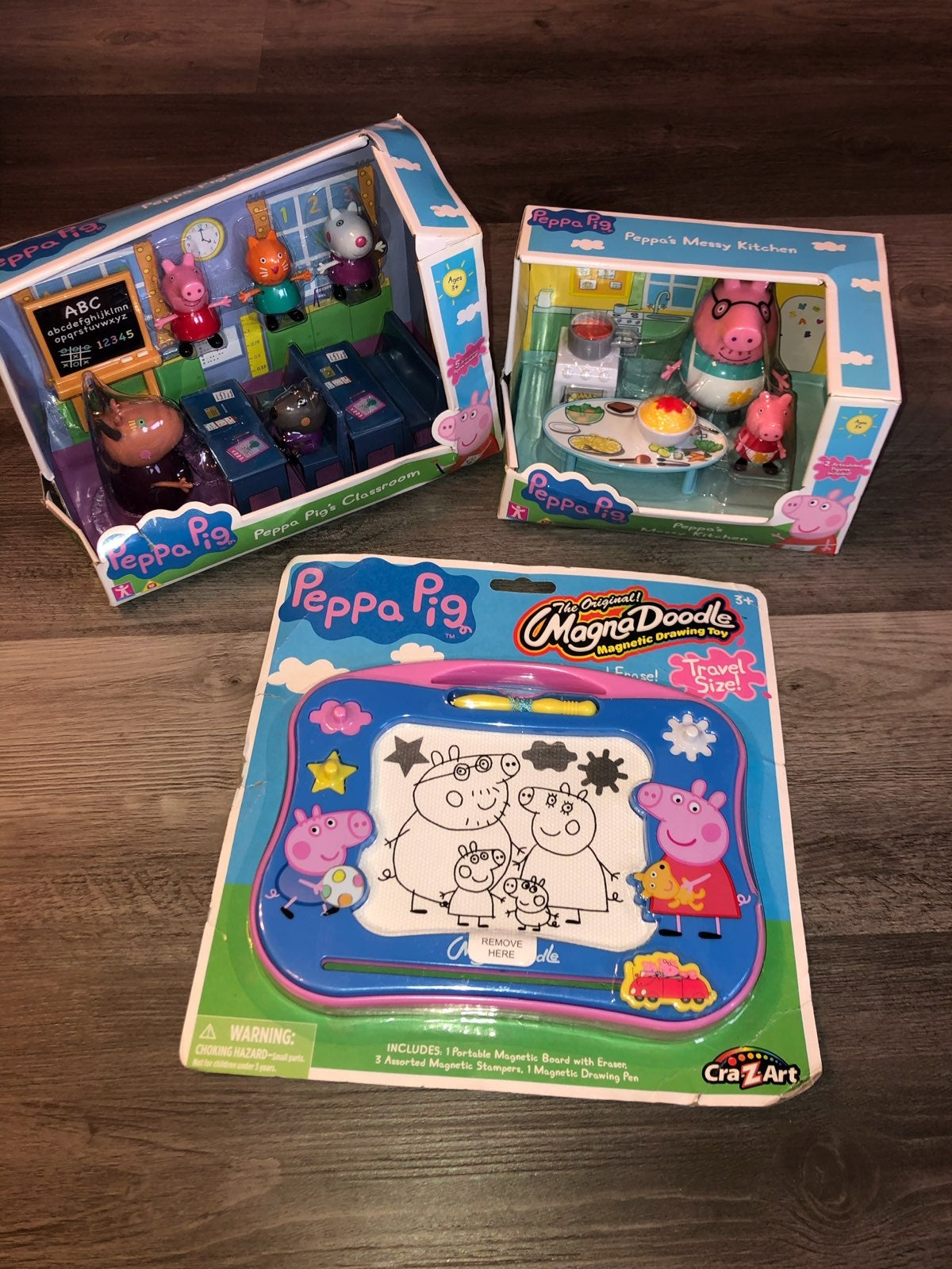 Peppa Pig Classroom/Kitchen/doodle NEW