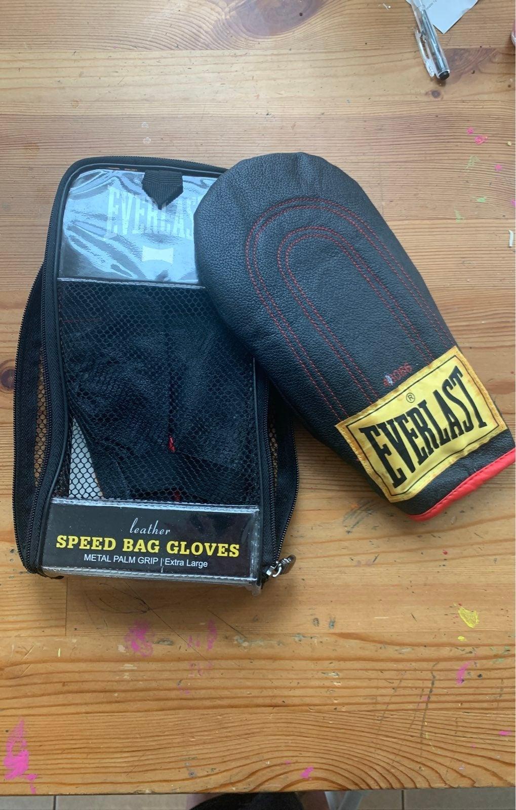 EverLast  XL metal palm grip ..speed bag