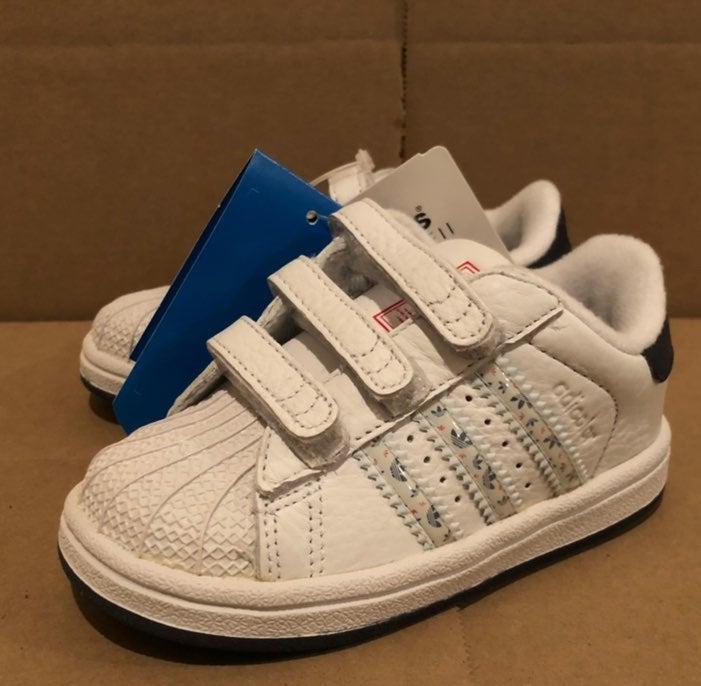 Adidas Superstar 2 Boys SZ 6 Shoes