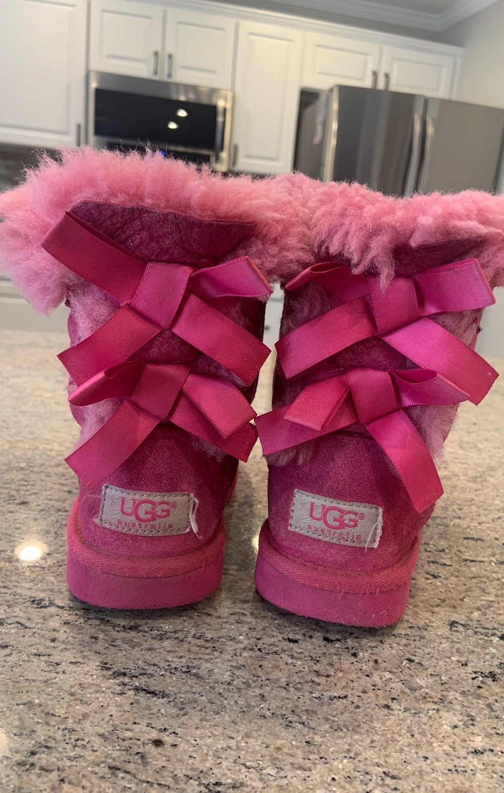 Bailey Bow Uggs size 8 toddler