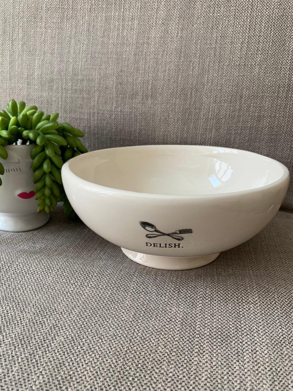 Rae Dunn icon delish salad bowl