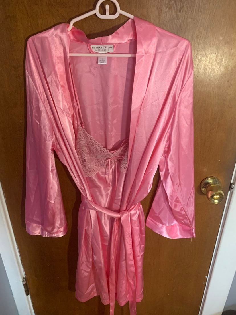 pink morgan taylor robe and nightgown se
