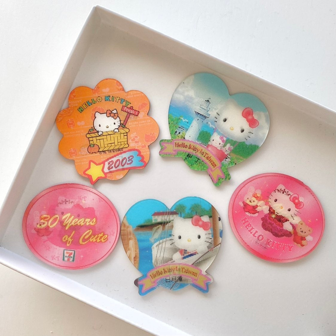Y2k hello kitty magnets
