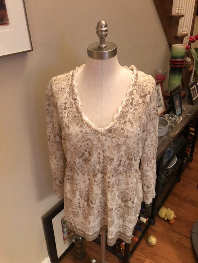 Sz 14 pullover blouse in beige/cream