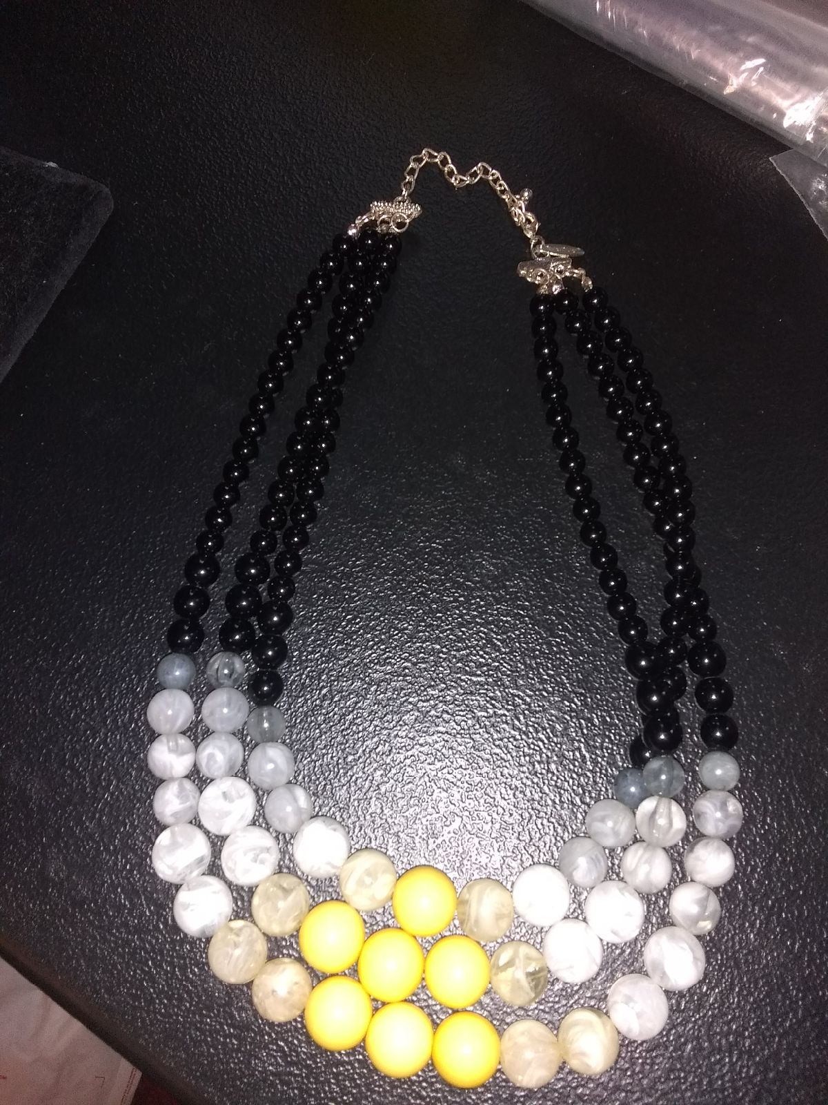 BRILLIANT YELLOW AND WHITE NECKLACE