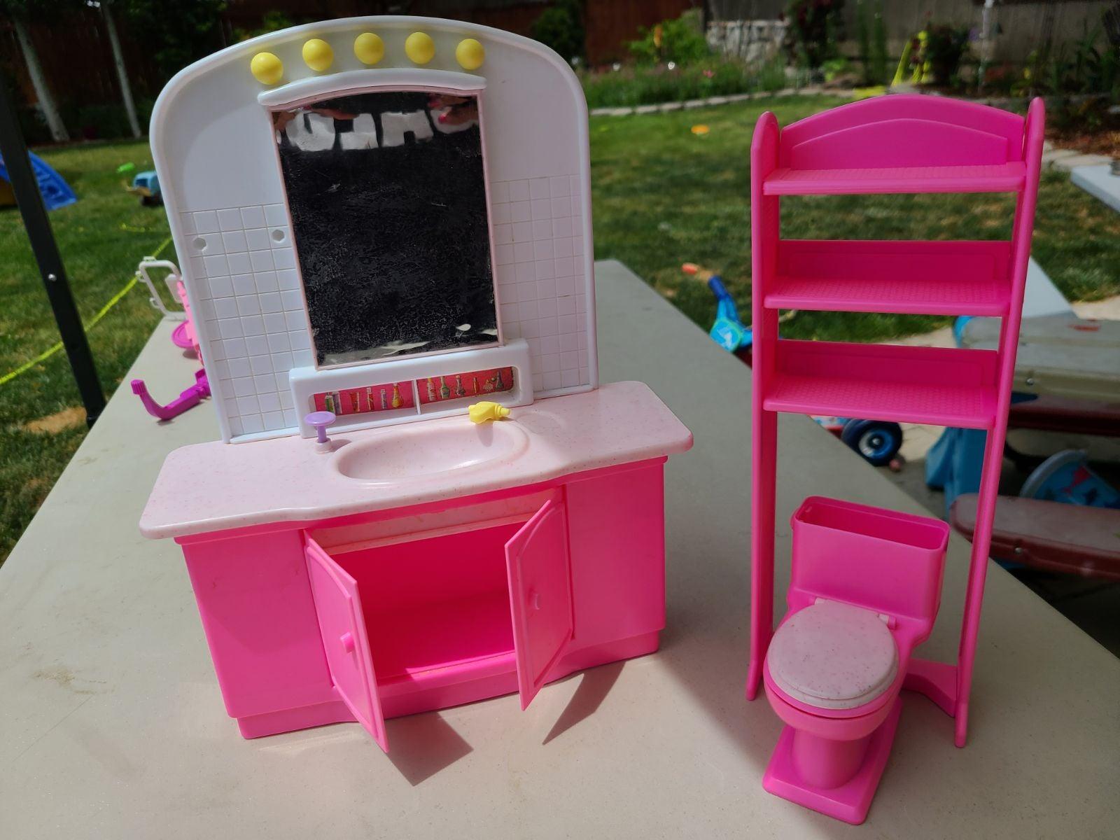 Vintage Barbie Bathroom