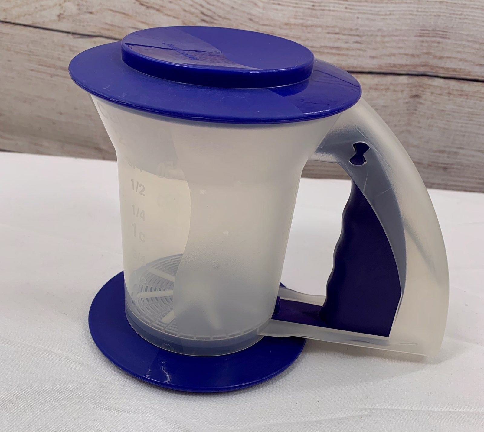 Tupperware sift and stor for sifting flo
