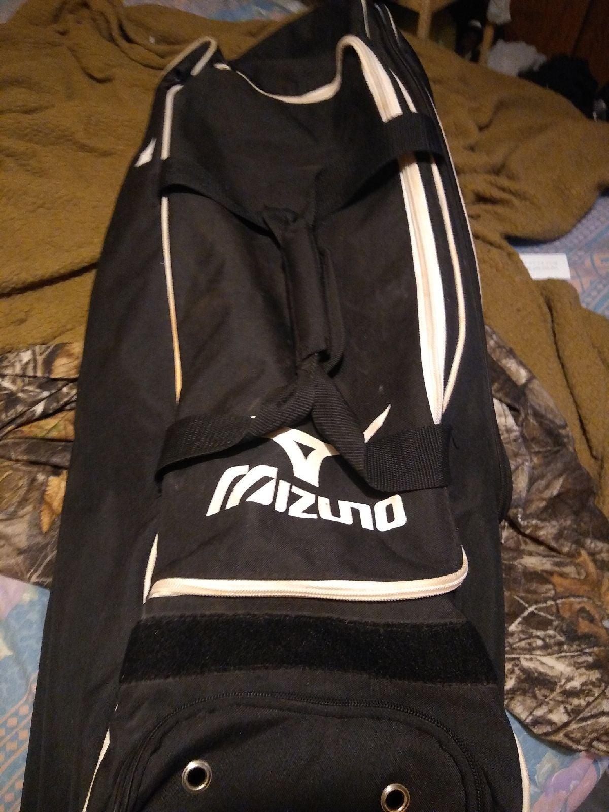 Sports equipment bag
