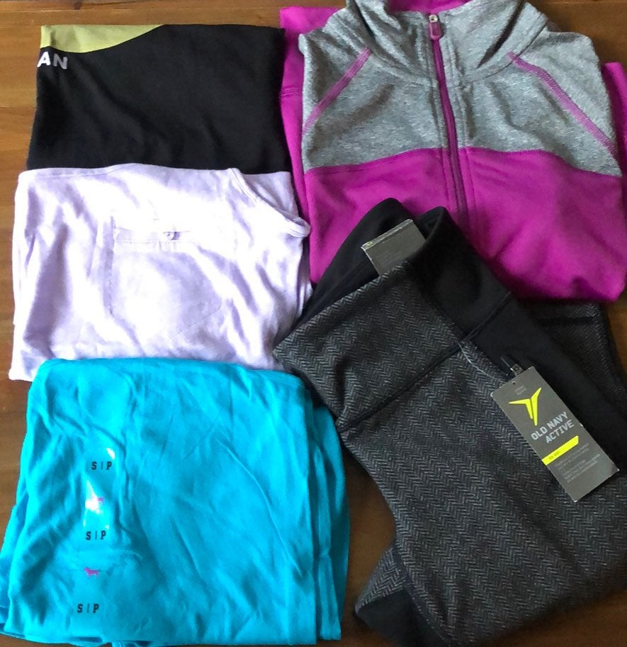 womens workout clothes/leggings bundle!