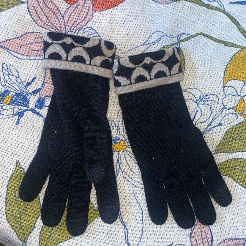 Coach signature black tan gloves knit wi
