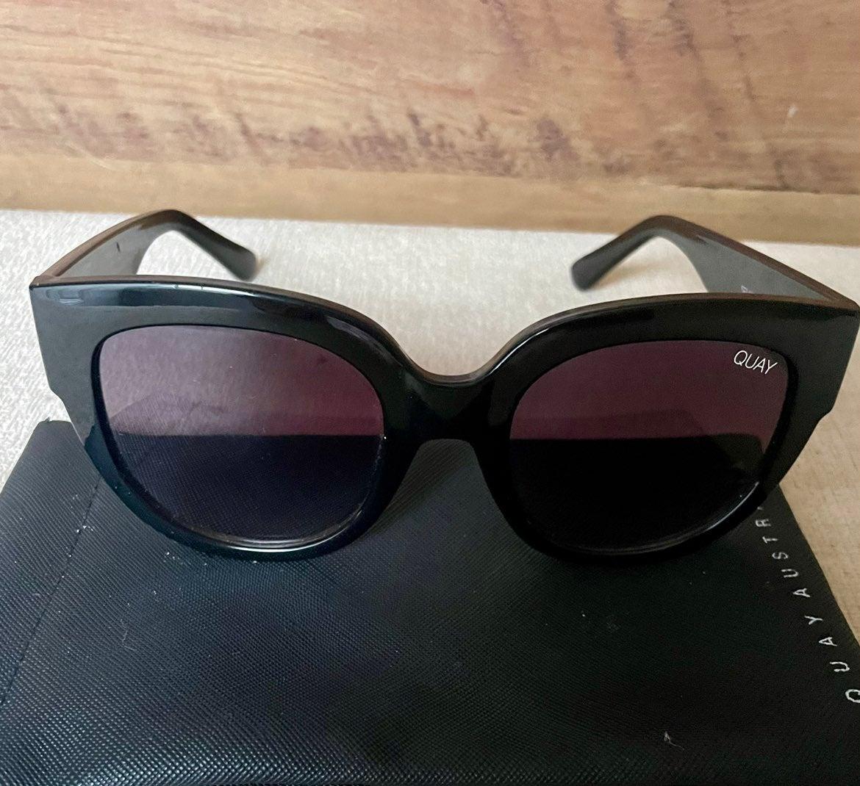 Quay Sunglasses Black After Hours