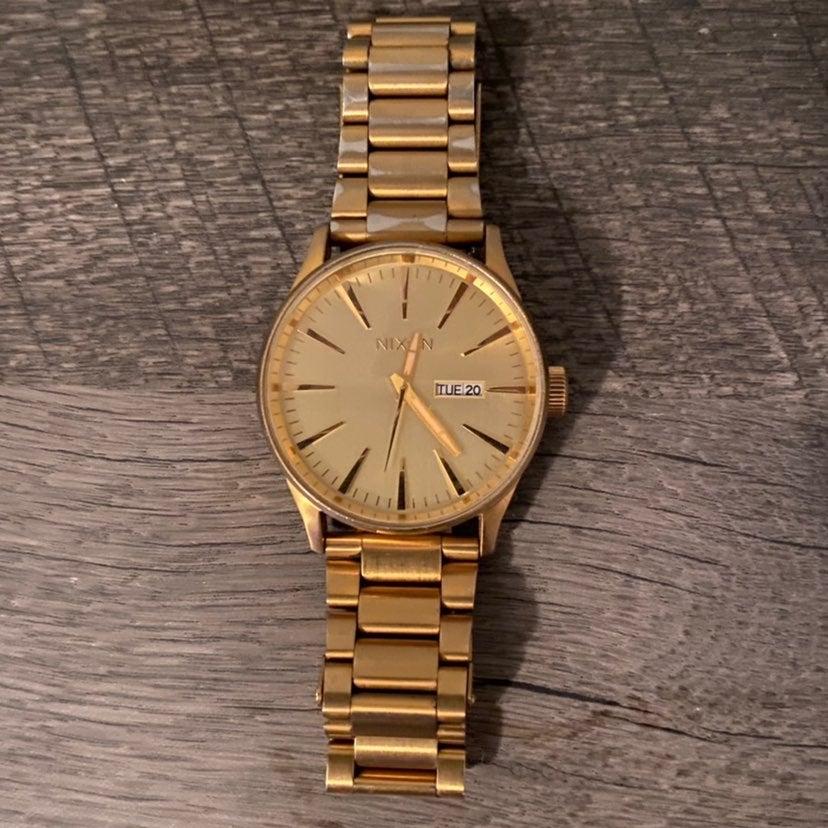 Nixon sentry ss gold watch