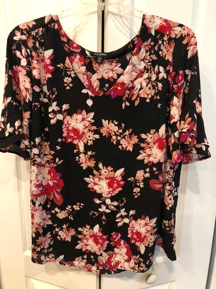 Roz and ali Floral dress blouse