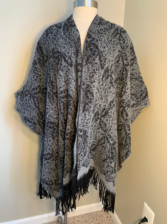 Maurices shawl black & gray