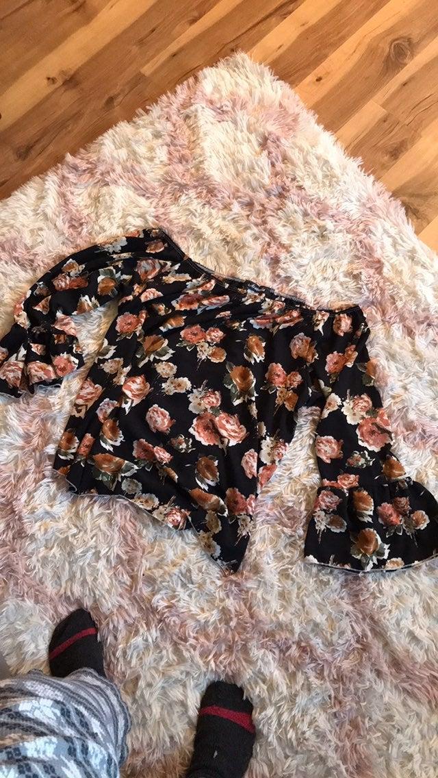 Cute off shoukder blouse