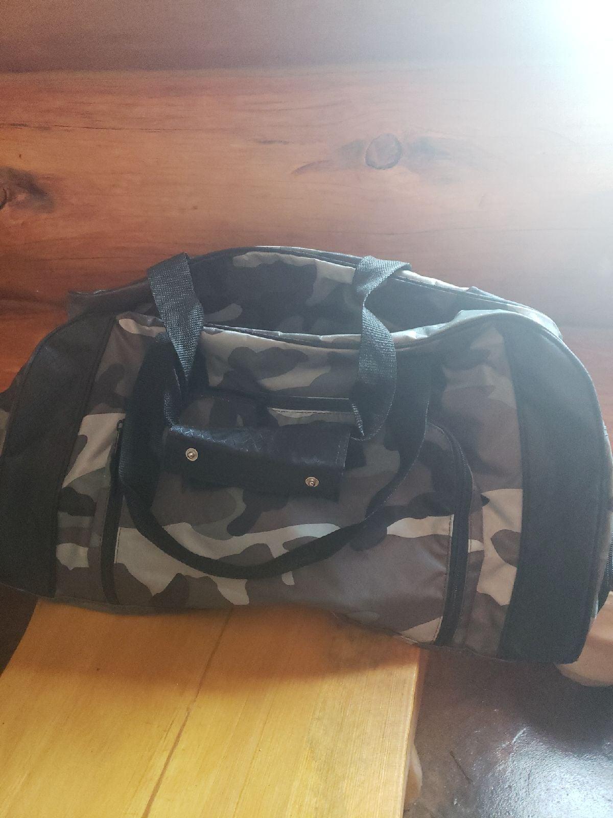 Thirty one camoflage duffel bag