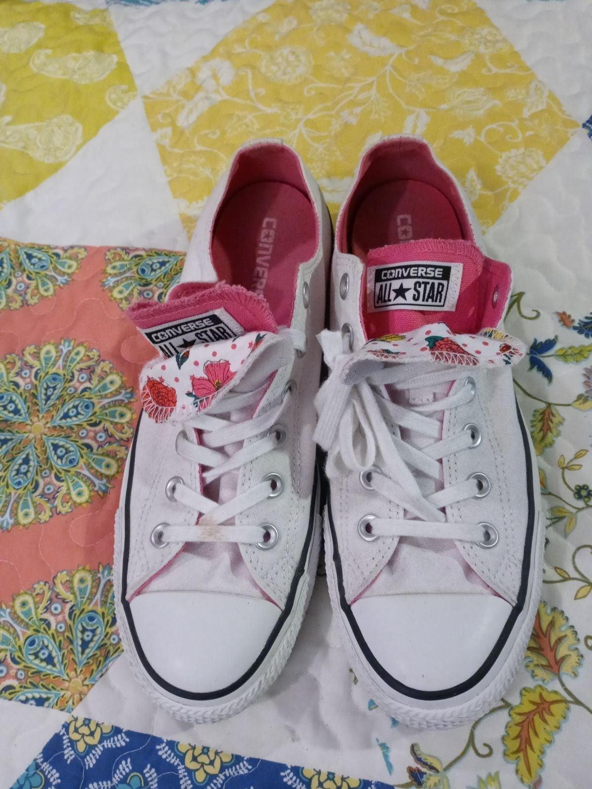 Women White/Pink Converse Sneaker