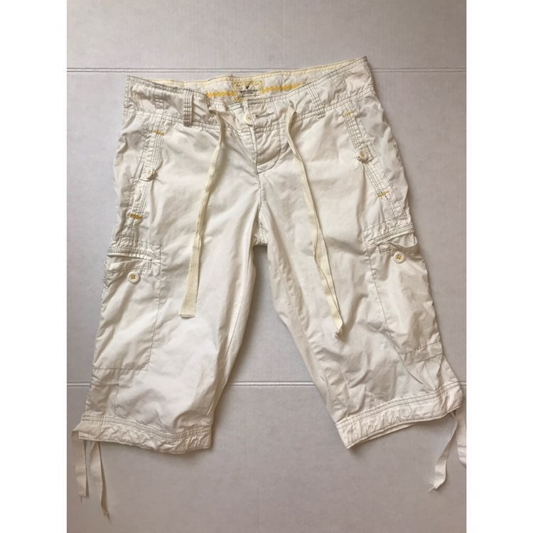 American Eagle White Button Fly Capris