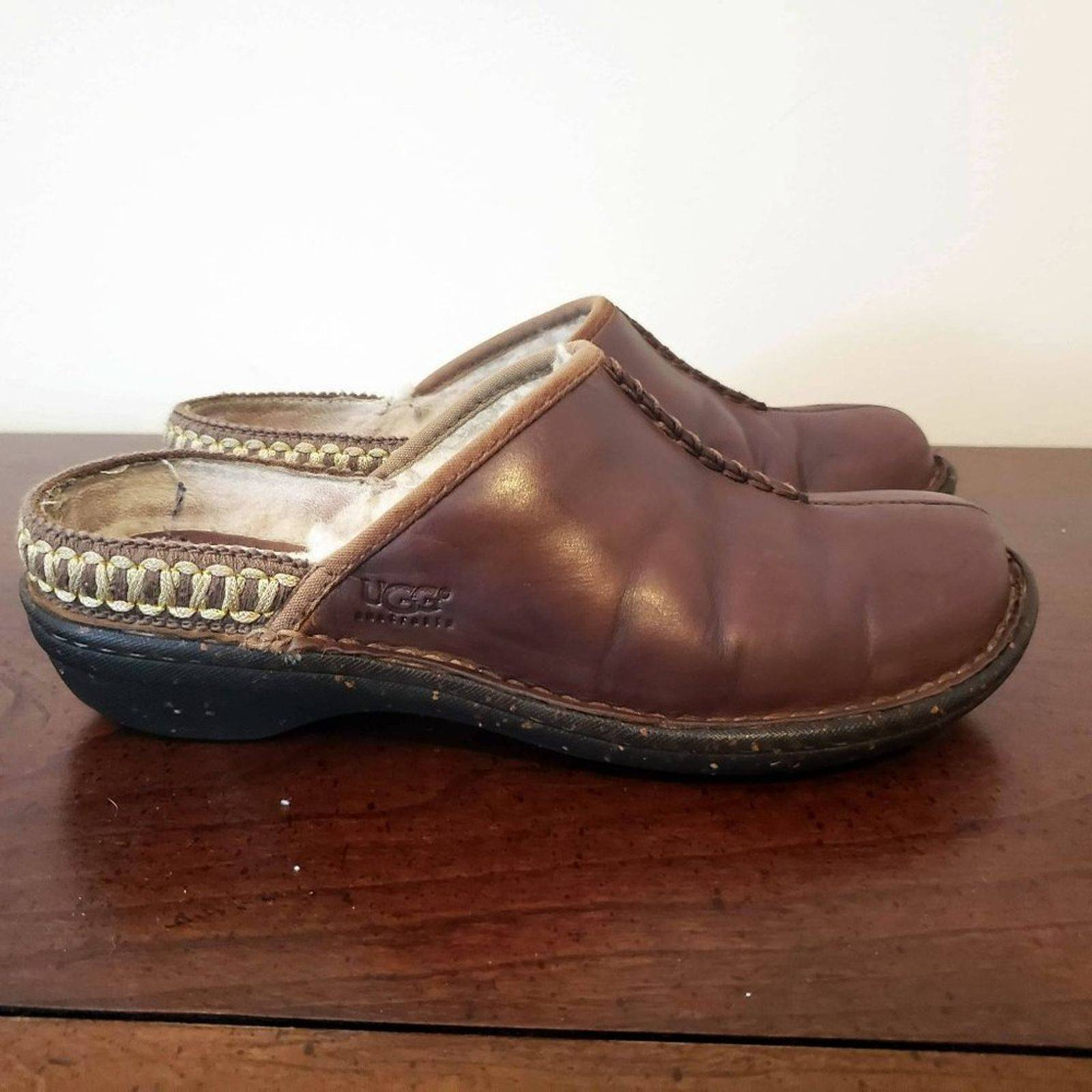 UGG fur-lined leather clogs Sz 7