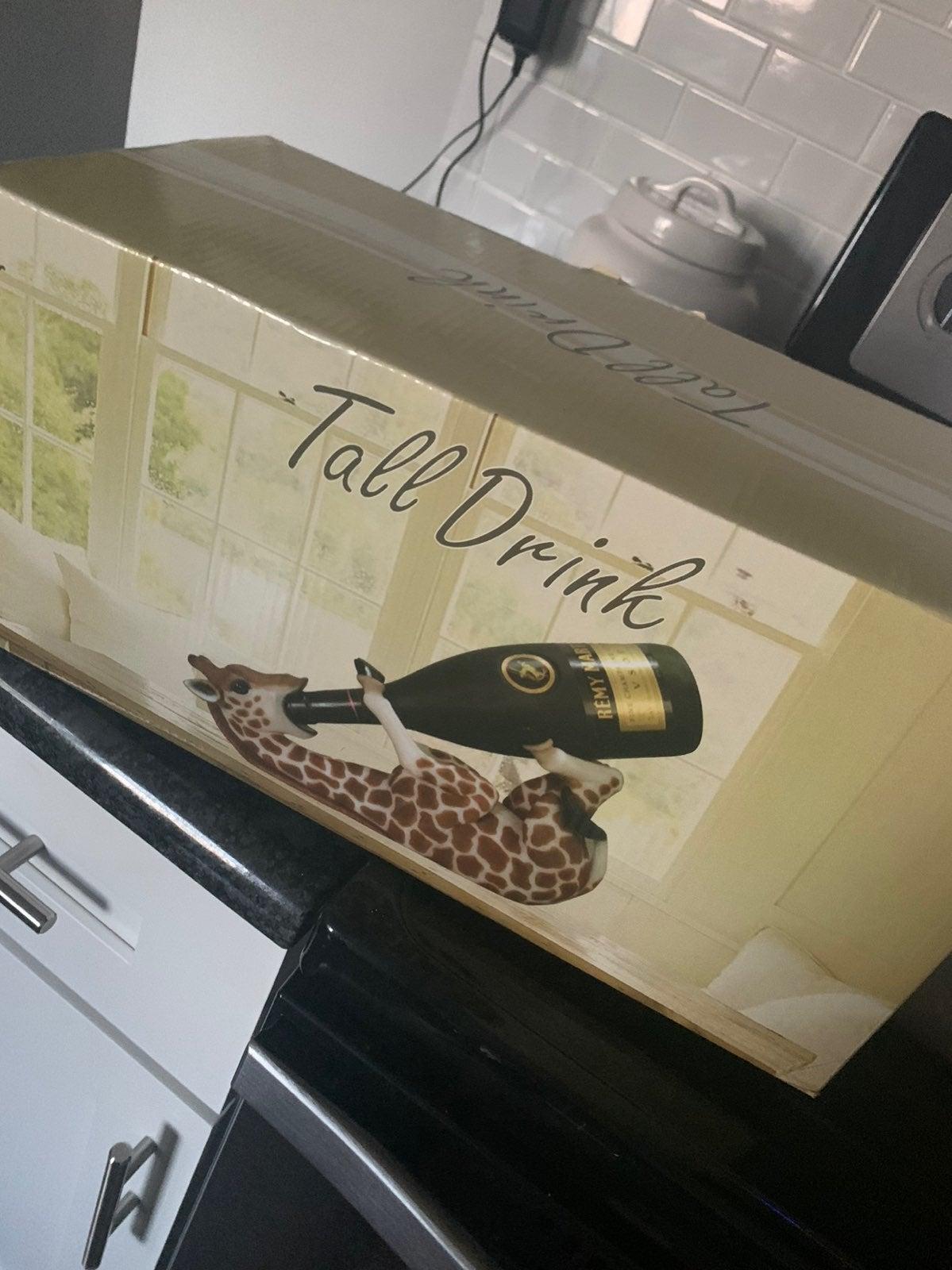 Giraffe wine bottle holder