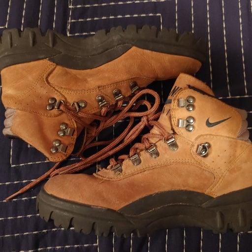 vintage Nike boots