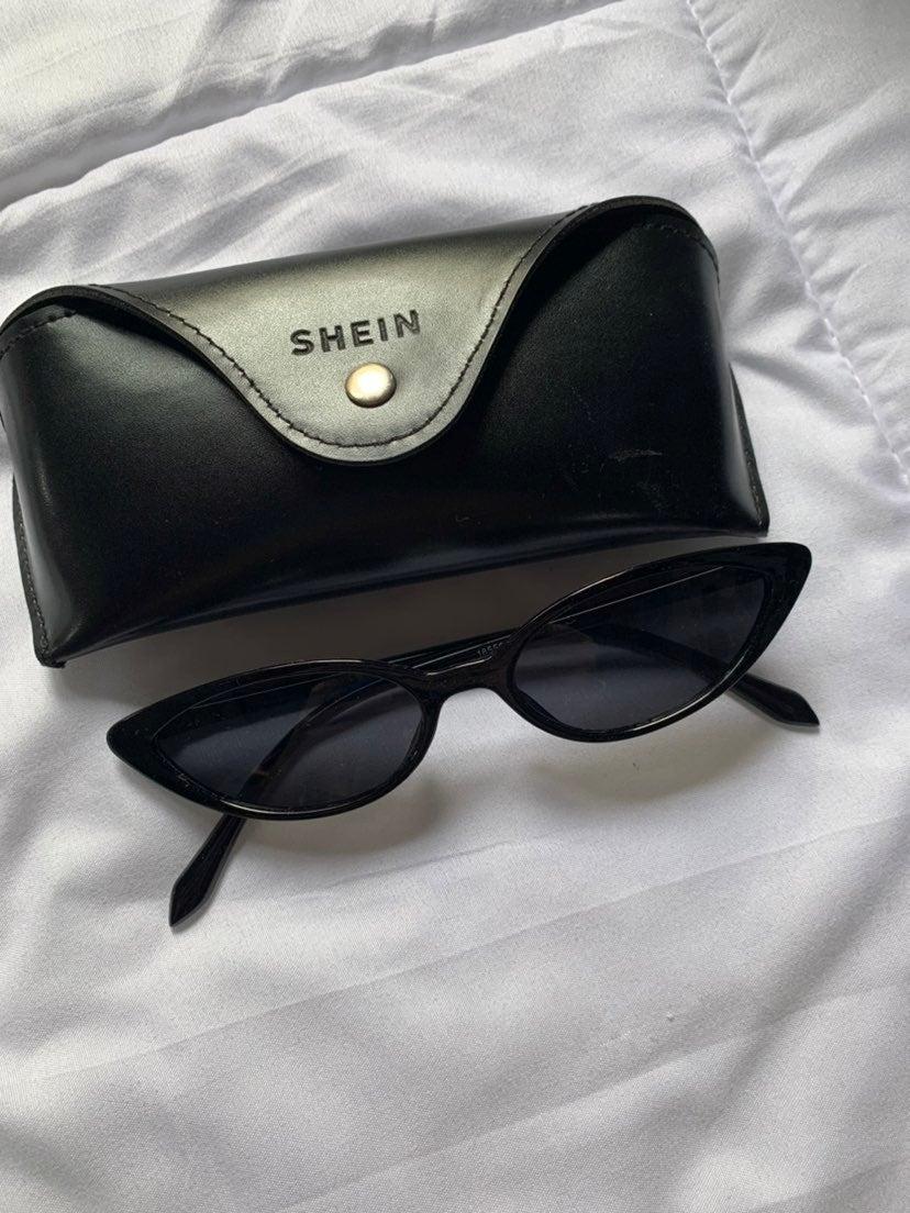 trendy black glasses