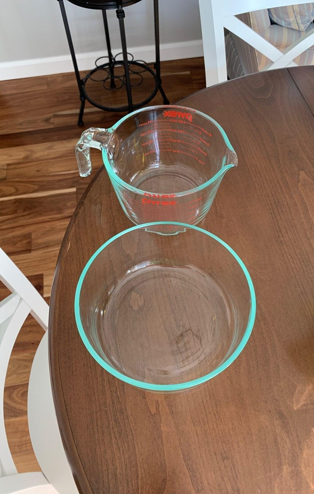 Pyrex 1.75 quarts bowl and 4 cups measur