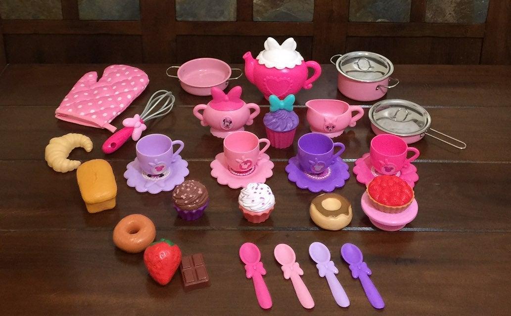 Minnie Mouse Tea Set Dishes & Desserts