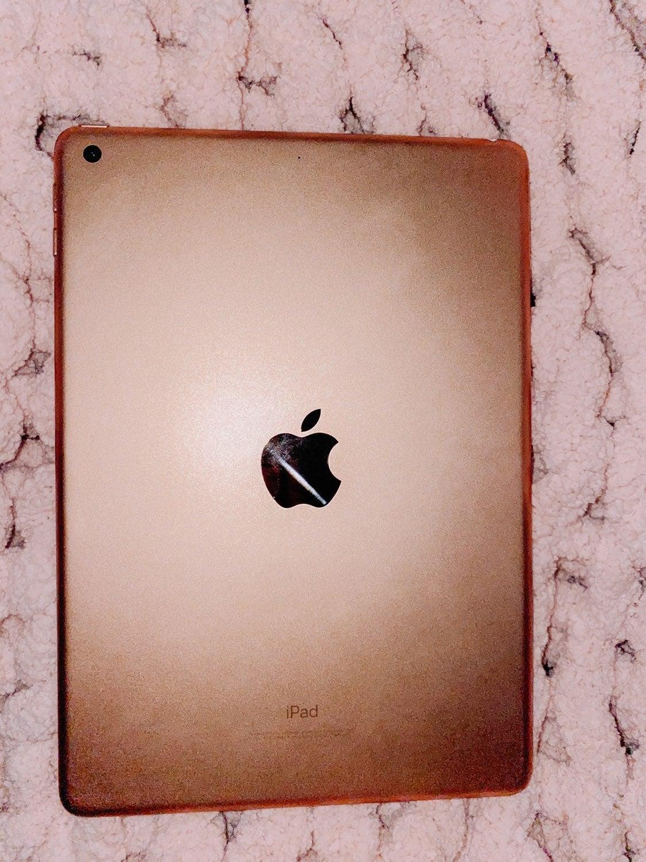 iPad 6th gen with Apple Pencil!