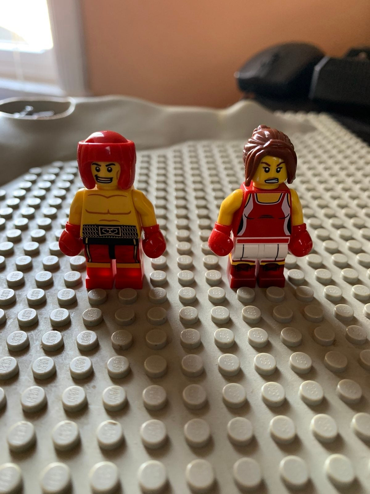 Lego boxing minifigures
