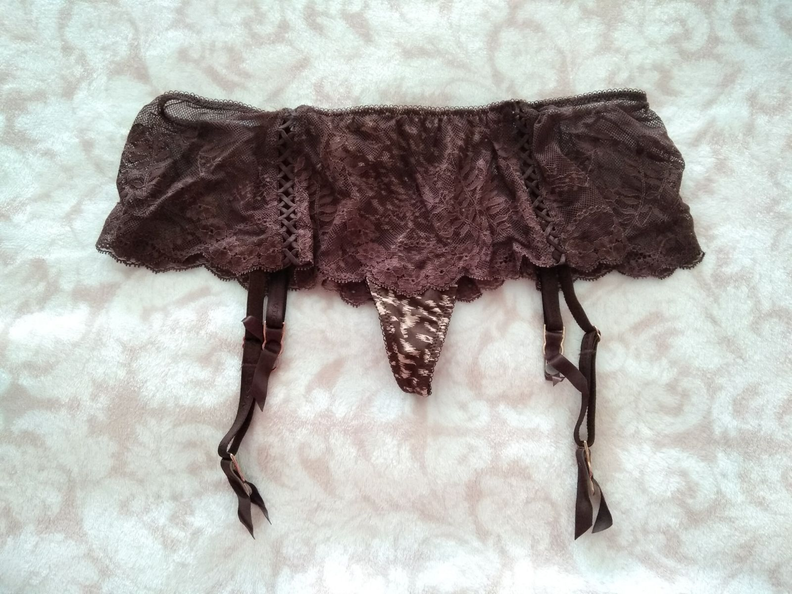 NEW (S) VS Garter belt thong in brown