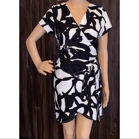 NWT Love..Ady White Black Wrap Dress XS