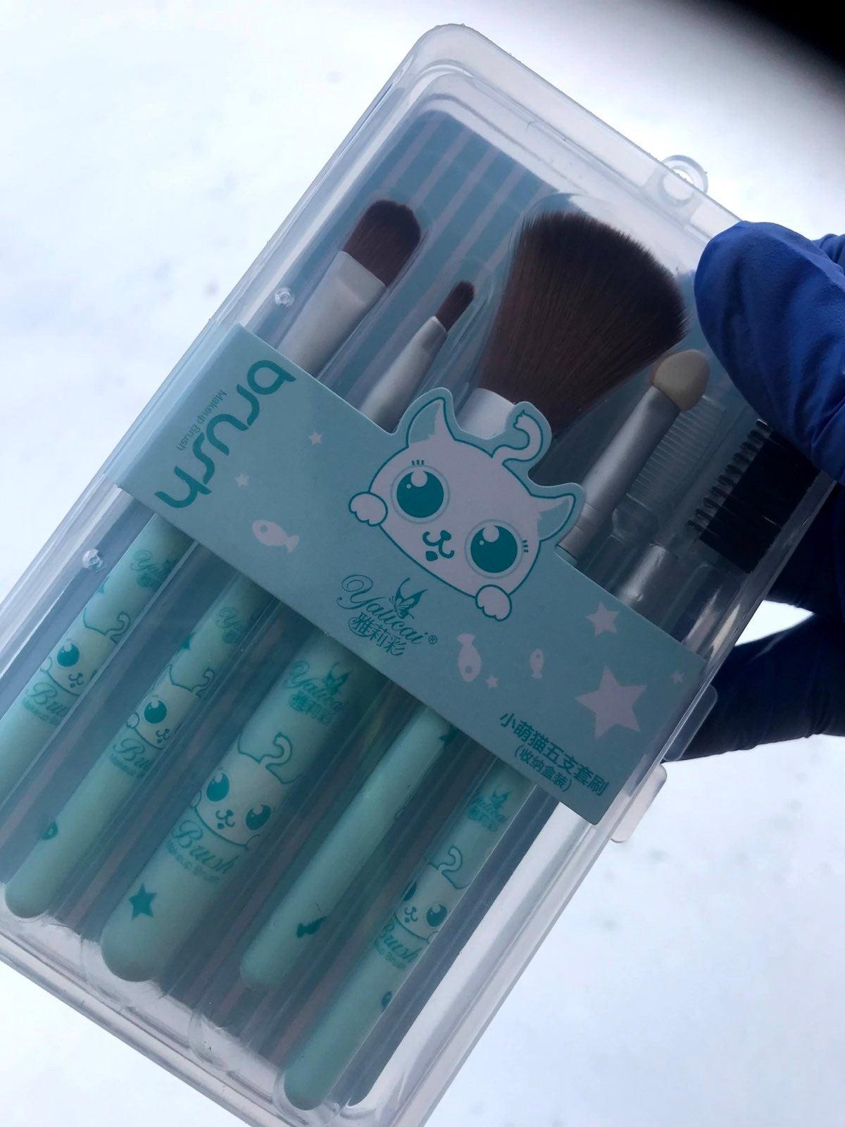 Kawaii make up brushes baby blue