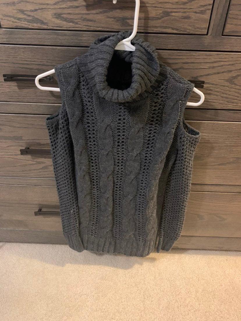 Turtle neck cold shoulder sweater