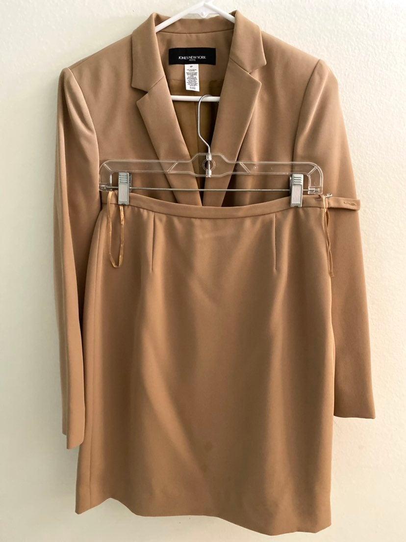 Jones New York Pettie skirt suit