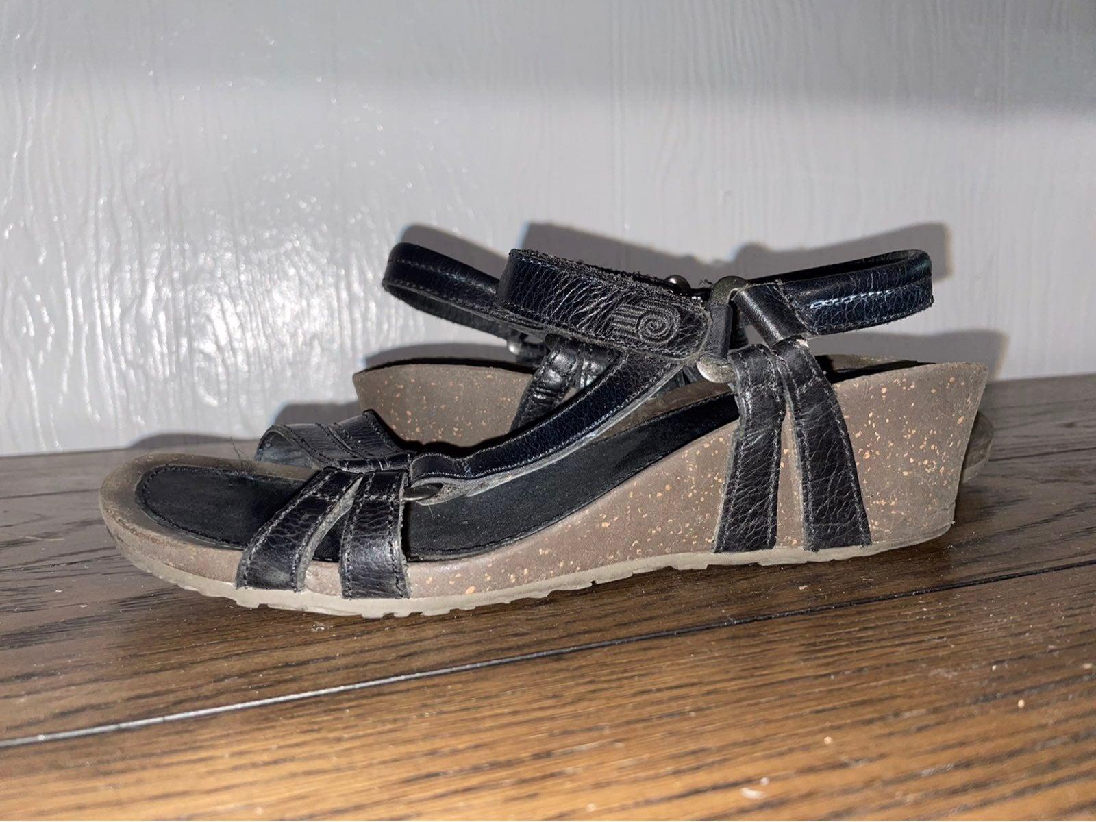 Teva Ventura wedge sandal 8