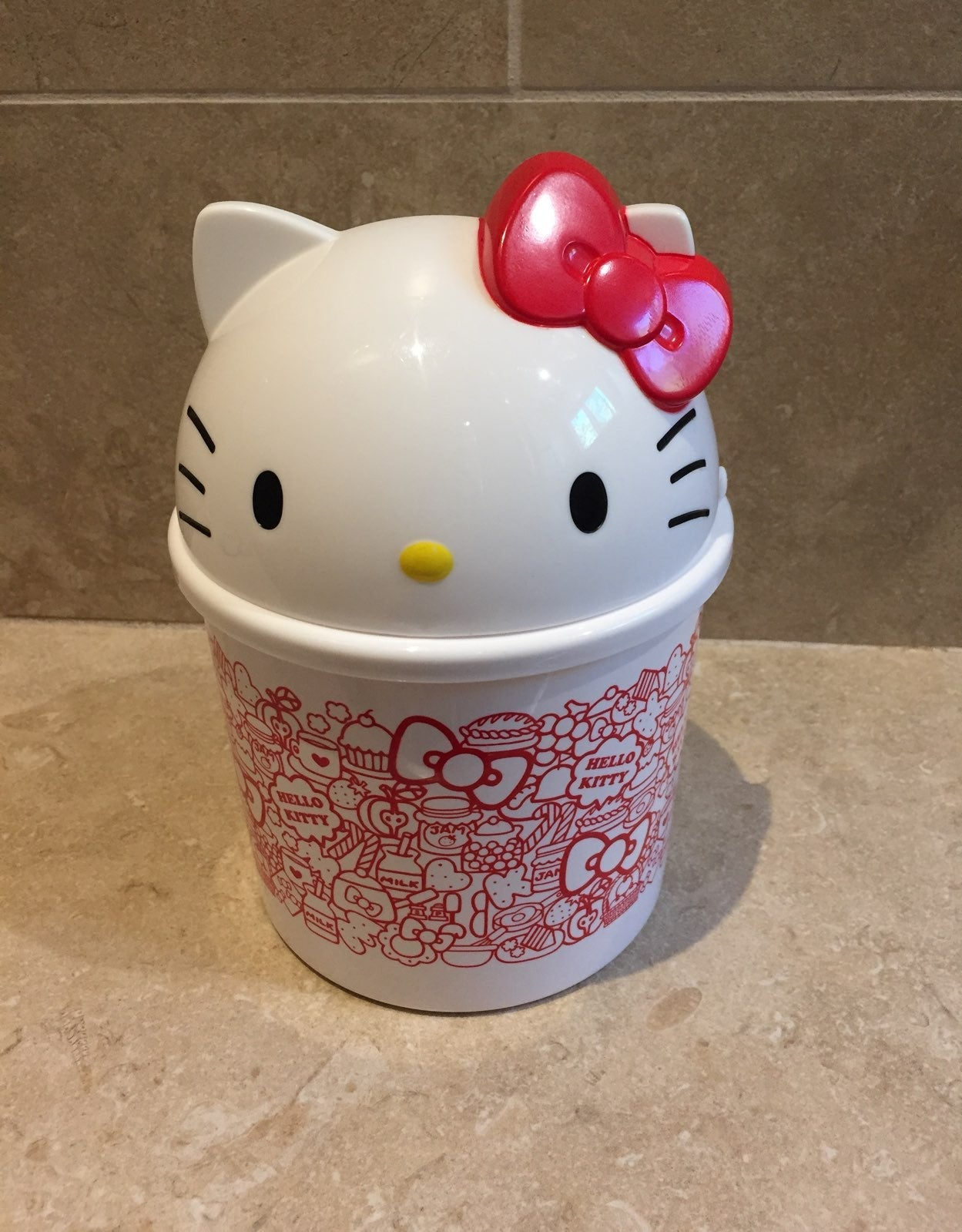 Hello Kitty Storage w/Die-Cut Cover