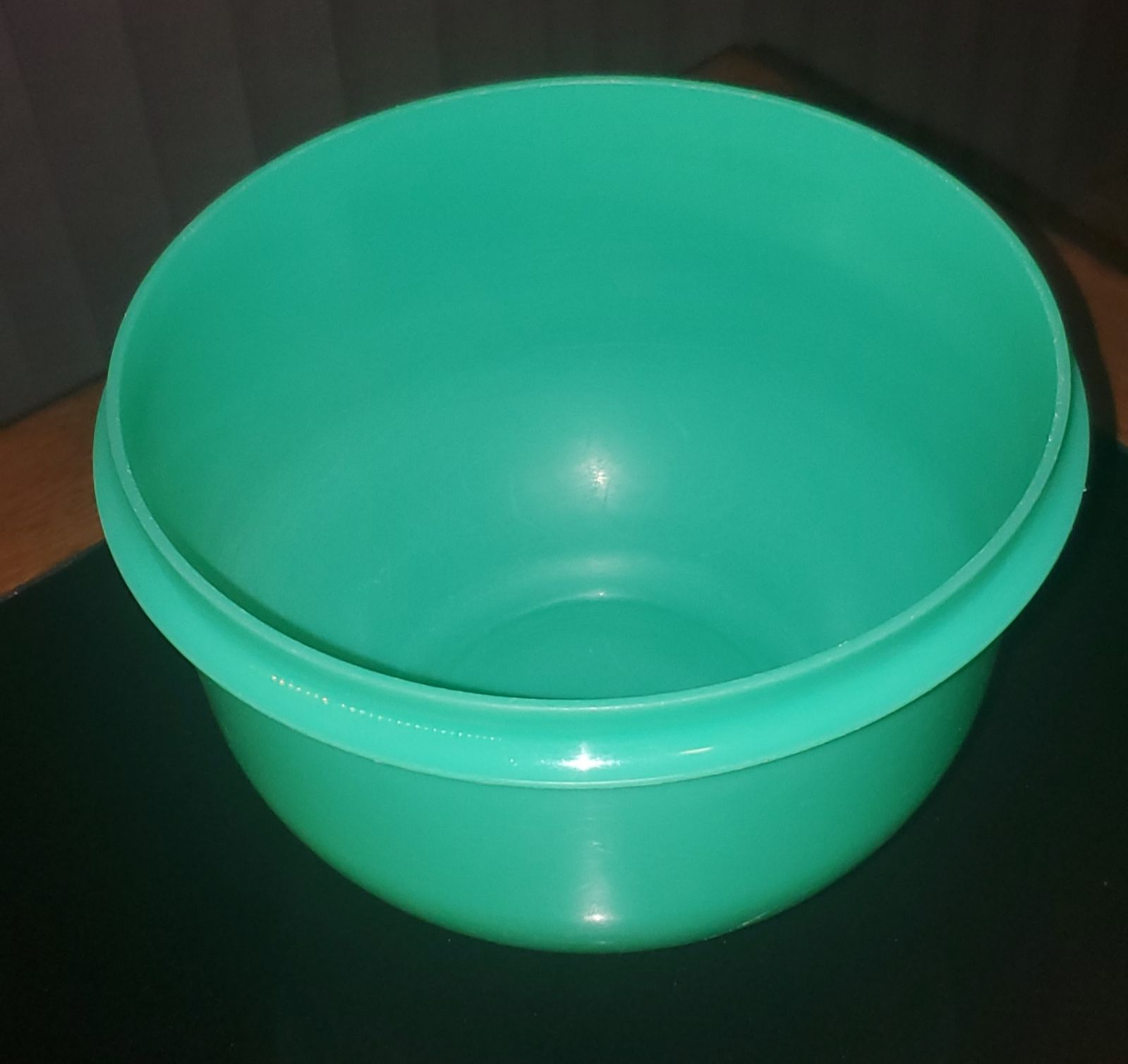 2 Vintage Tupperware Bowls