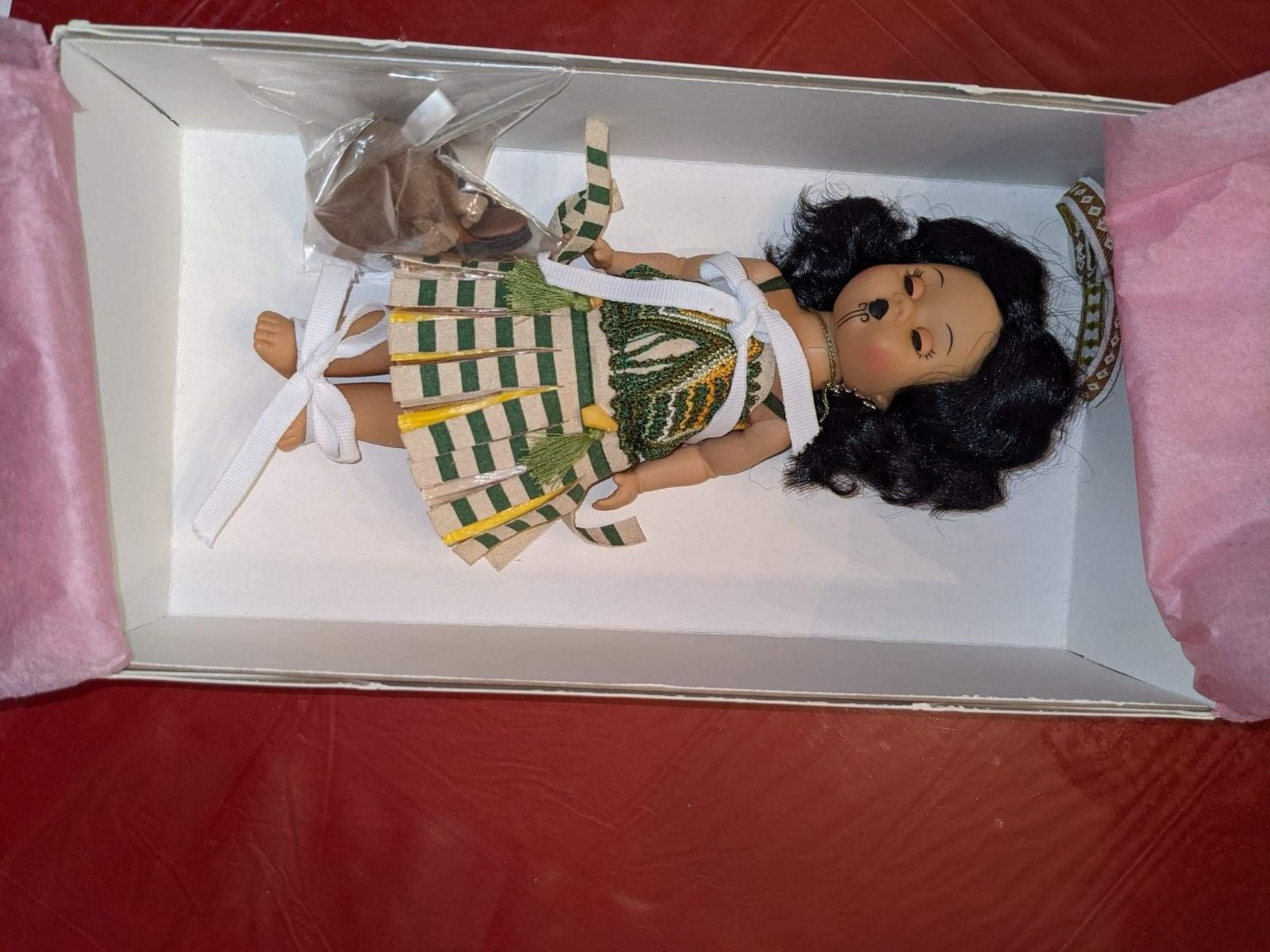 2005 madame alexander New Zealand doll