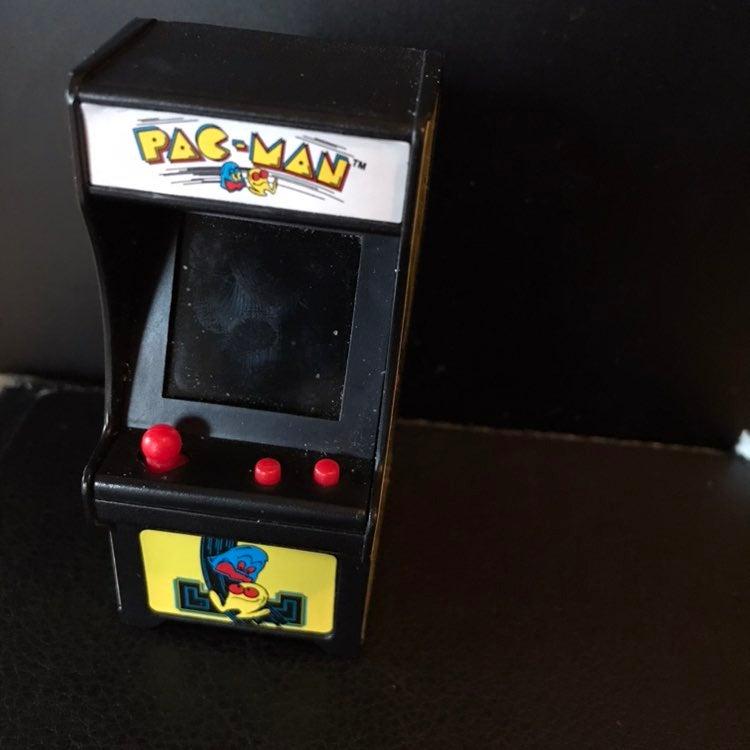 Pac-man keychain toy