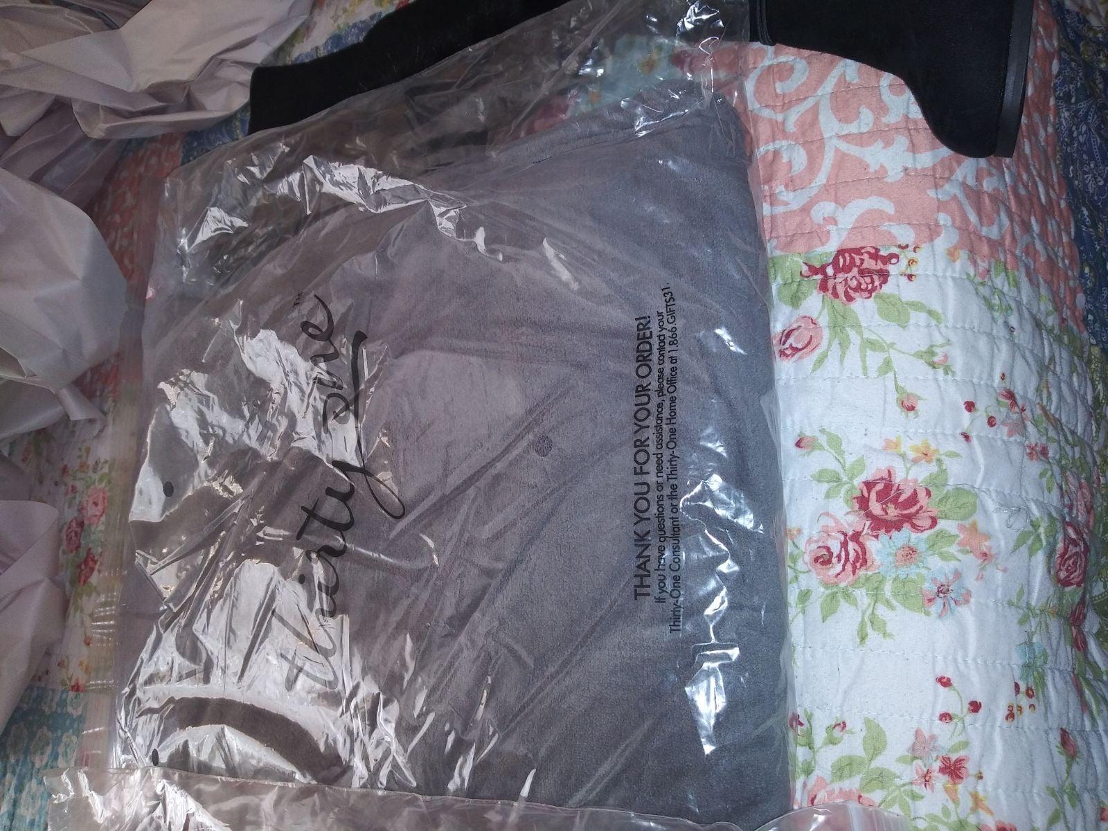 Thirtyone grey blanket new