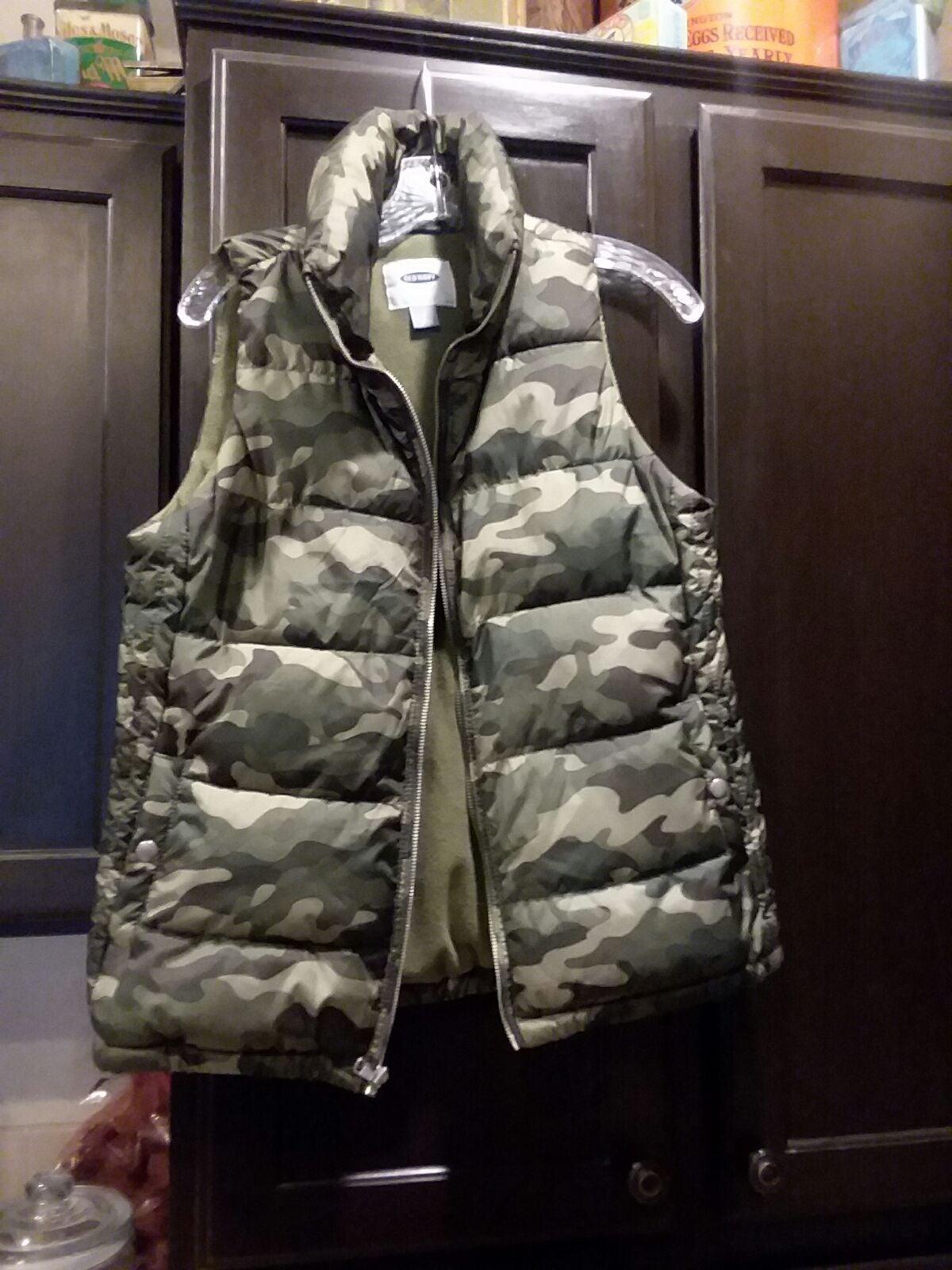 Old Navy Camo Puffer Vest