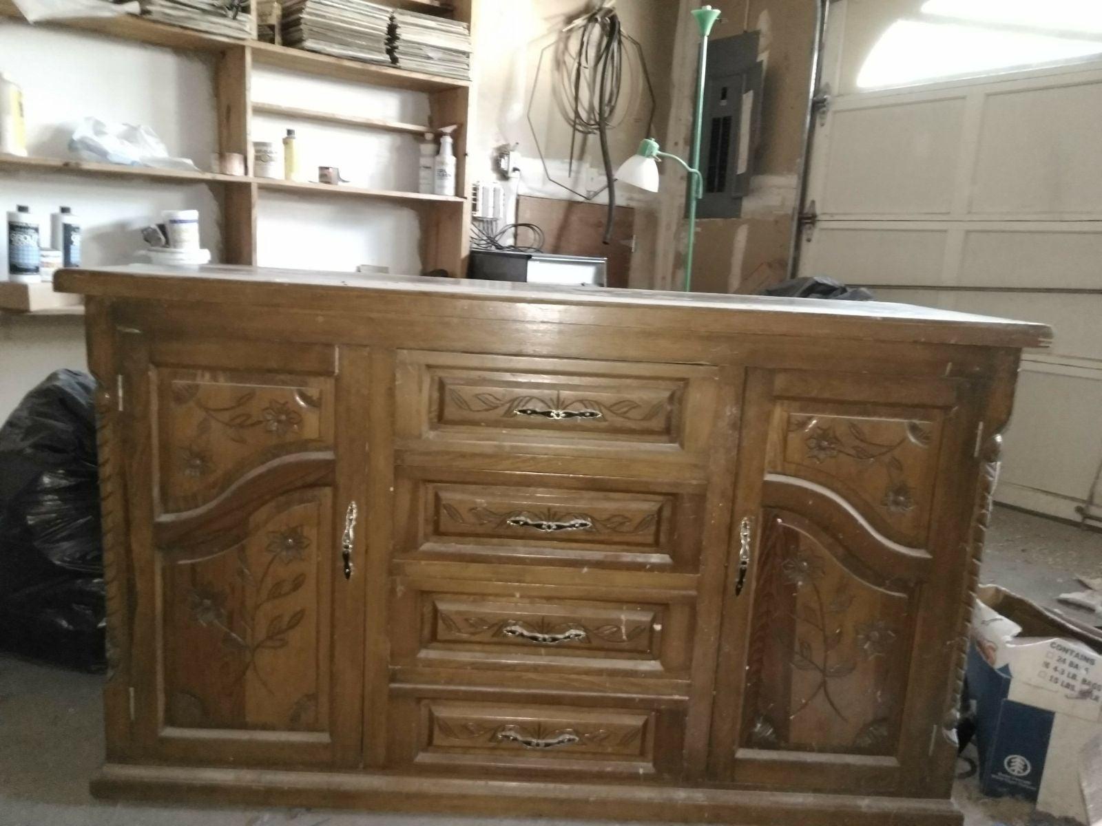 2 door w/4 drawer dresser