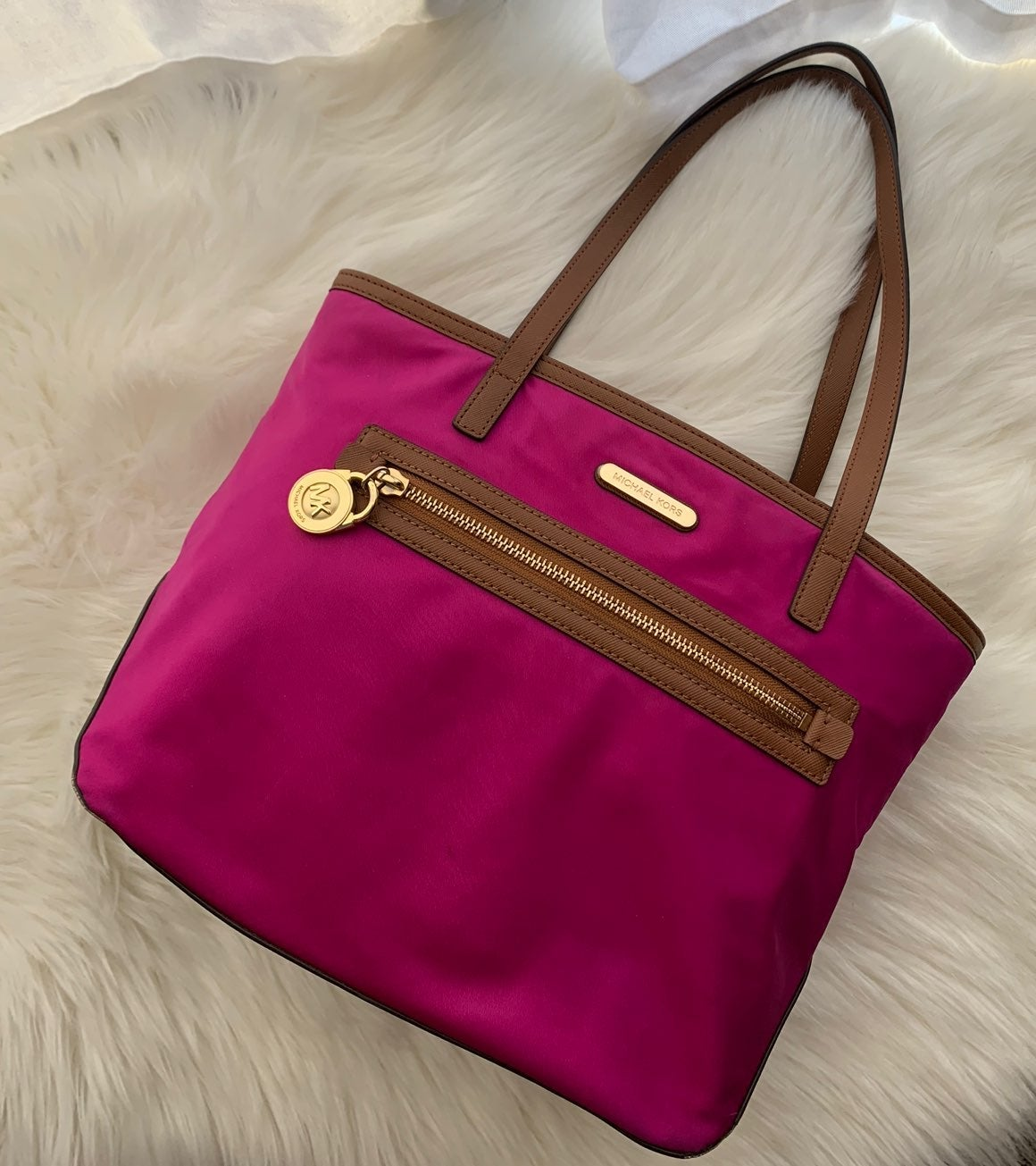 Like new pink fuchsia Michael Kors purse