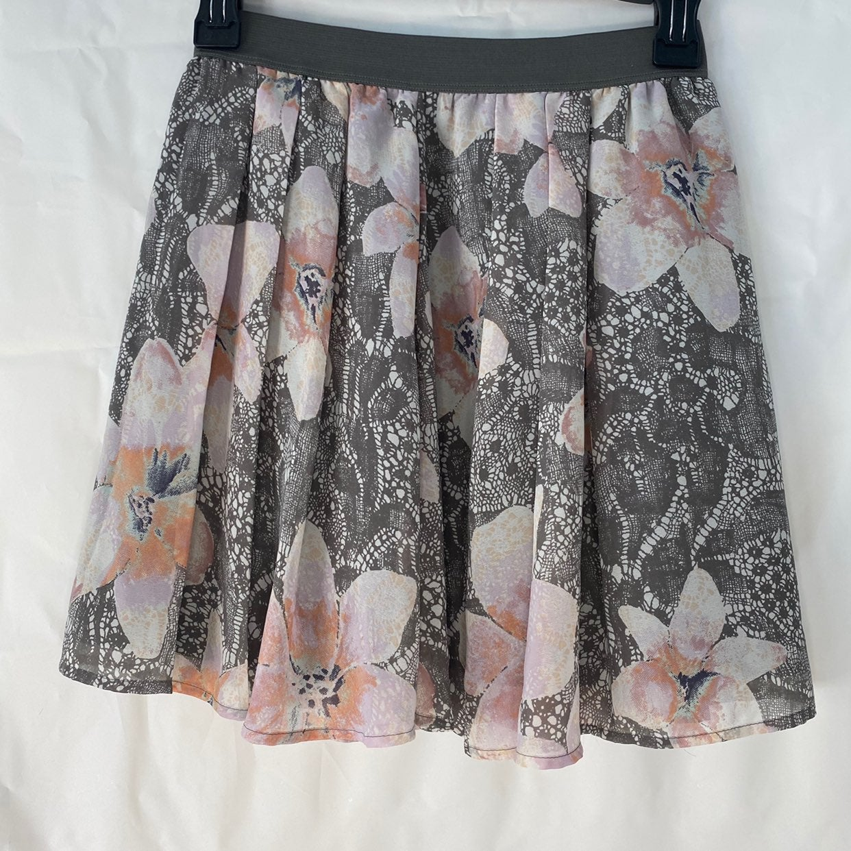Frenchi floral pull on mini skirt xs