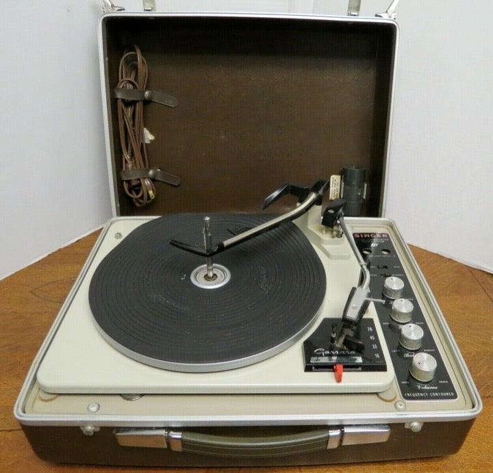Singer Stereo System KlH Model Eleven