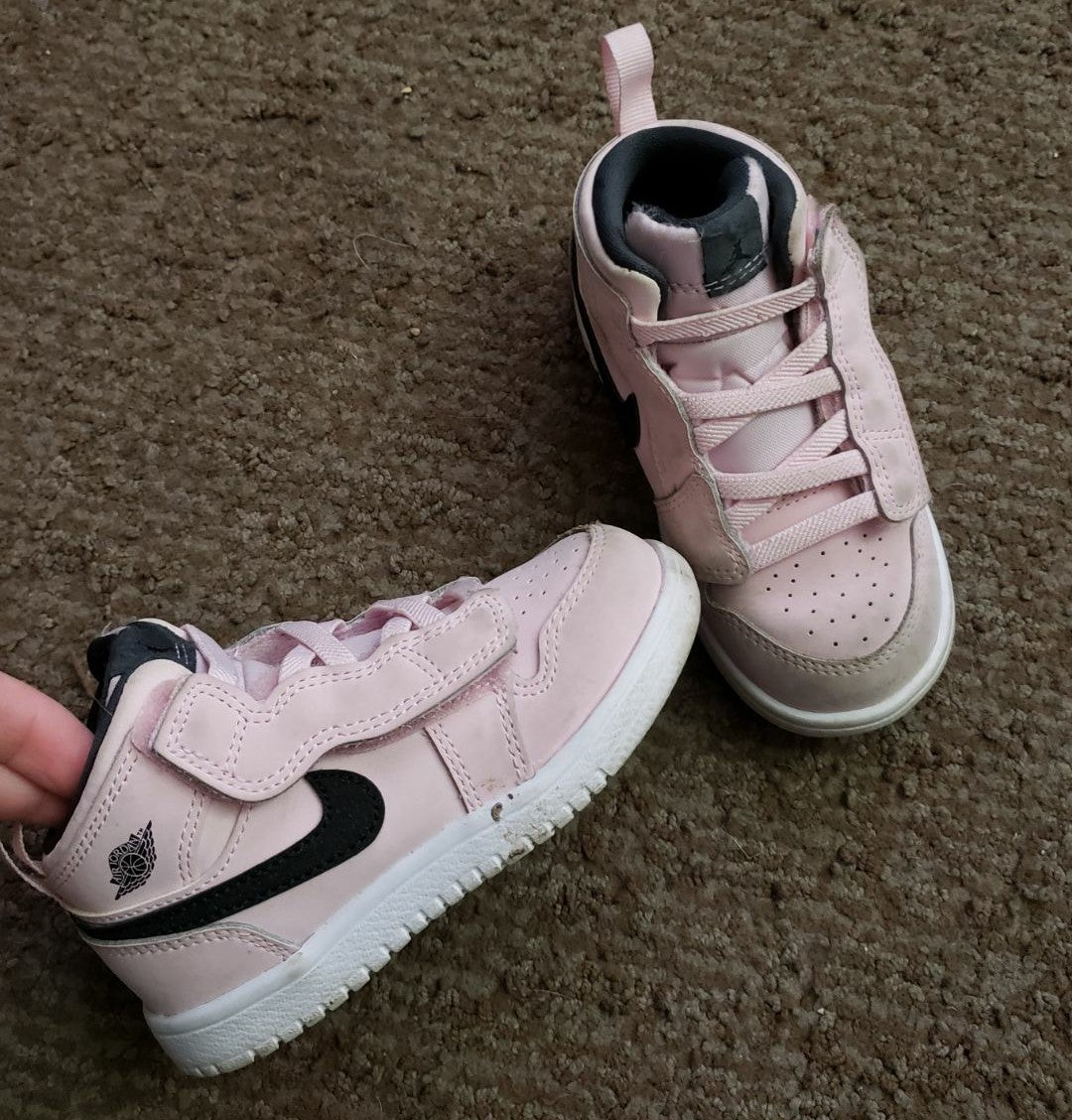 Toddler pink nike shoes 8c