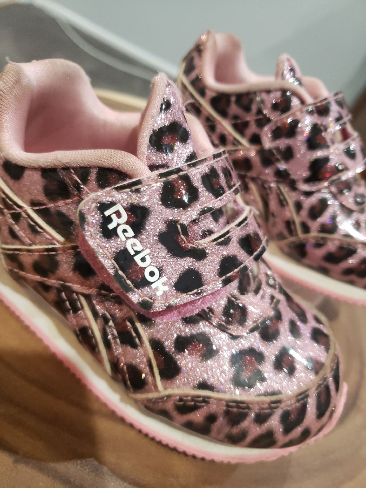 Toddler girls cheeta Reebok sneakers sz