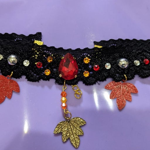 Maple leaf black lace choker