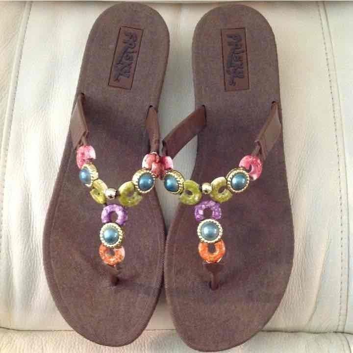 Women sandals size 10. Brand Frisky